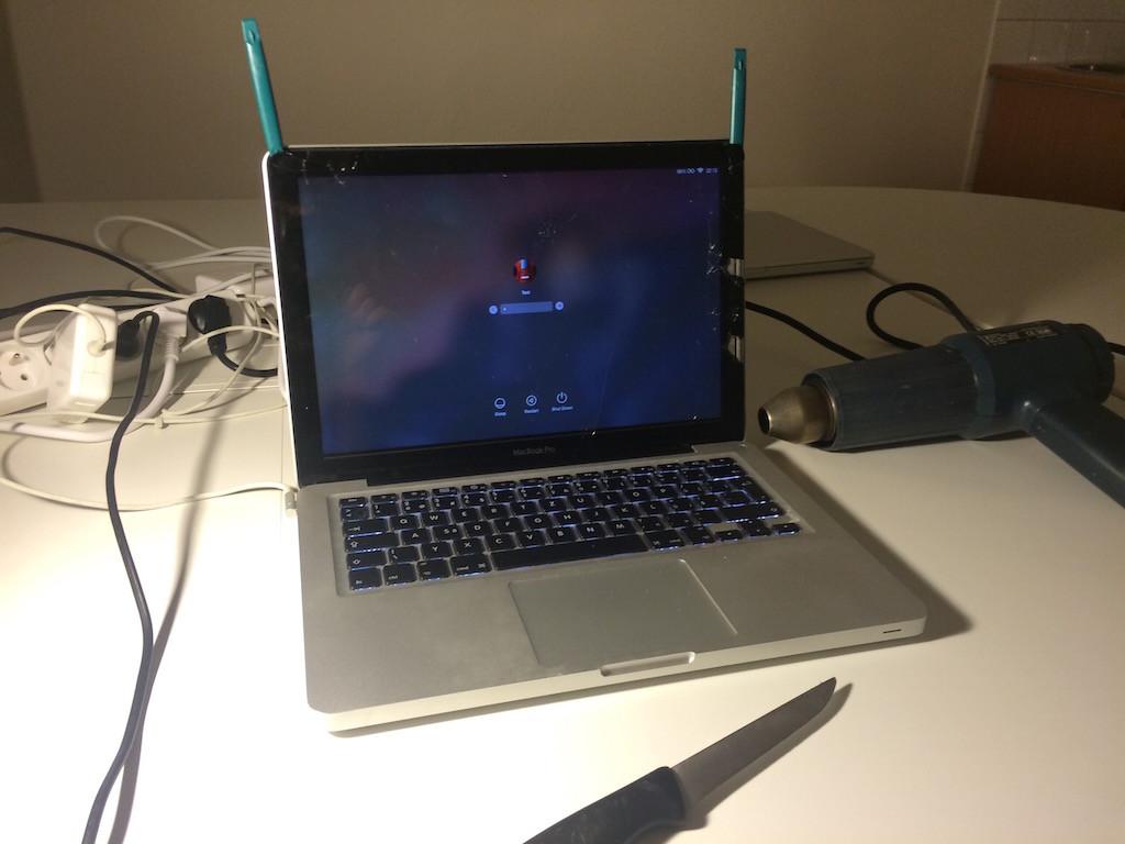 MacBook_praskle_sklo_2