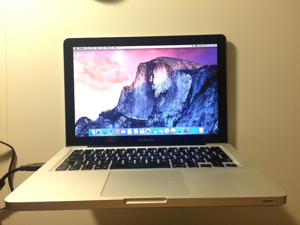 MacBook_praskle_sklo_7
